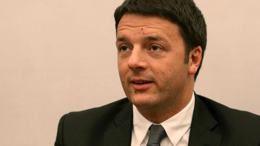 Il segretario del Partito Democratico, Matteo Renzi, durante la riunione dei senatori del Pd a Palazzo Madama, Roma, 14 gennaio 2014. ANSA/ALESSANDRO DI MEO